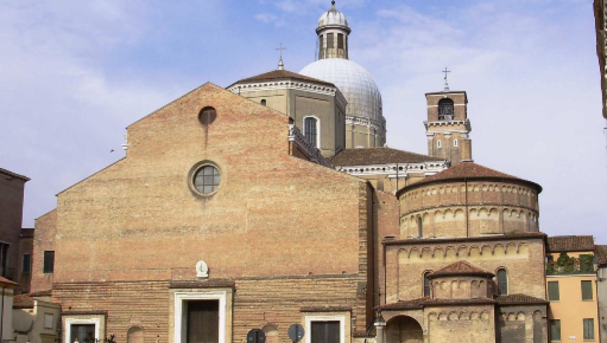 Padova, festini a luci rosse in canonica: reintegrato don Roberto Cavazzana