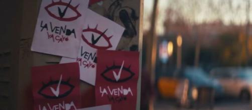 """El logo de """"La Venda"""" en el videoclip. / YouTube"""