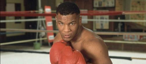 Mike Tyson in una foto degli anni '80, all'inizio della sua carriera