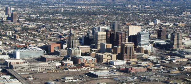An image of Phoenix, Arizona. [image source: Melikamp- Wikimedia Commons]