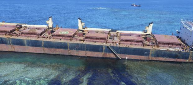 Grounded Ship Leaks 80 Tons of Oil Near Pacific UNESCO Site | Time - time.com