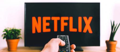 Five films currently streaming on Netflix that are perfect for weekend bingeing. [Image PIxabay]