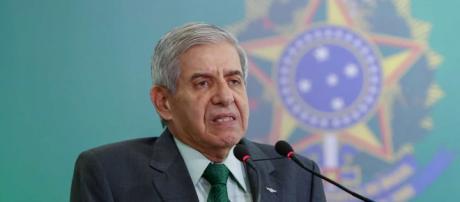 Heleno se irrita com pergunta de jornalistas comparando Lula com Bolsonaro - (Arquivo Blasting News)