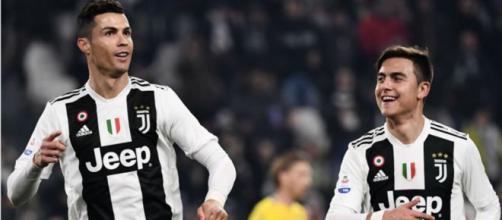 Cristiano Ronaldo e Paulo Dybala (foto: it.sports.yahoo.com)