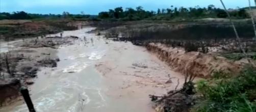 Nova barragem se rompe, desta vez em RO (Reprodução/Rede Globo)