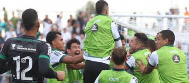Coritiba comemora gol da classificação. (Divulgação/Geraldo Bubniak/Coritiba)