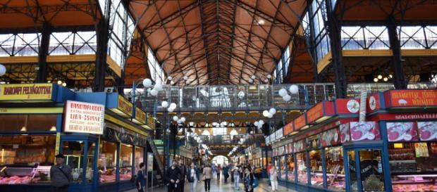 El Mercado Central de Budapest se encuentra en la plaza Fővám tér y abre todos los días menos los domingos