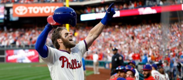 Harper tuvo un fin de semana espectacular en su primera serie con los Phillies. - mlb.com.