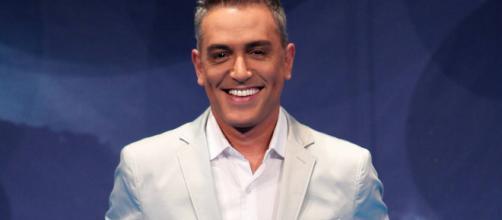 Fotografía de Kiko Hernández en un plató de televisión