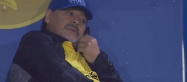 Diego Maradona multado por sus comentarios políticos