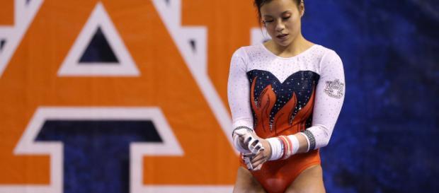 Una gimnasta se rompe las dos piernas en plena competición y se retira de la competición
