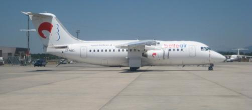 An aircraft at Tirana's Mother Teresa Airport. [Image source/Albinfo, Wikimedia Commons]