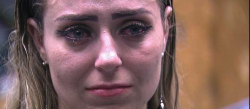 Após briga Paula reclama de Hariany após briga (Reprodução/Tv Globo)