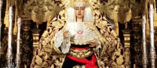 La Virgen de la Caridad, en su paso de palio con el fajín de Franco. / Twitter