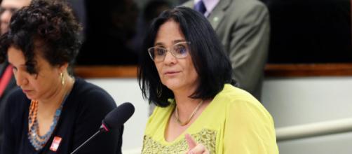 Ministra Damares Alves elogia Túlio Gadêlha, e deputado ironiza. (Arquivo Blasting News)