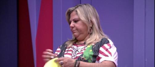 Família no BBB: mãe de Hariany arruma as malas da filha. (Reprodução/TV Globo)