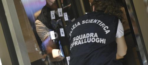 La polizia scientifica si è occupata dei rilievi del caso.