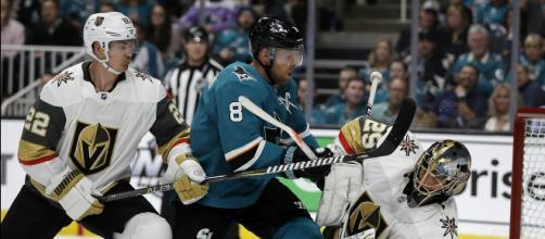 Los Sharks buscan venganza contra los Knights por el playoff pasado. - apnews.com
