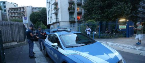 Milano, agguato a Porta Romana: lo affiancano in scooter e gli sparano