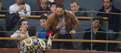 Santiago Abascal recoge un brindis de El Cid en Vistalegre. / Eduardo San Bernardo