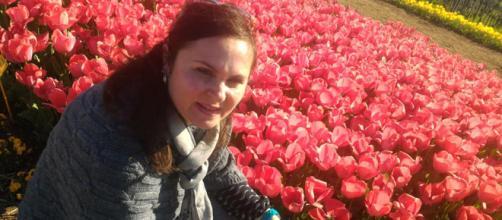 Una visitatrice al Roma Flowers Park.