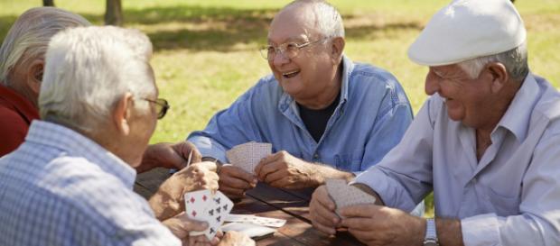 Rissa durante una partita a carte: anziano in ospedale.