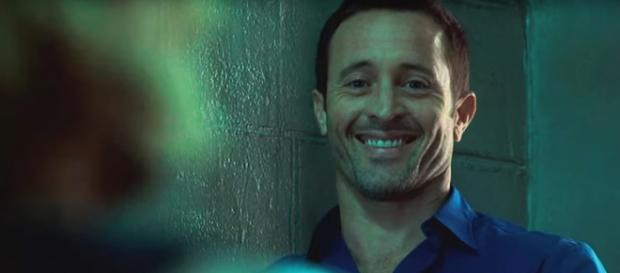 McGarrett and Danno share a laugh prompted by a perpetrator on Hawaii Five-O. [Image source:televisionpromosdb- YouTube]