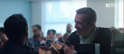 Gad Elmaleh em cena da série 'Famoso... na França'. (Divulgação/ Netflix)