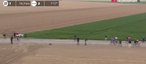 Parigi-Roubaix: l'attacco decisivo di Politt con Gilbert.
