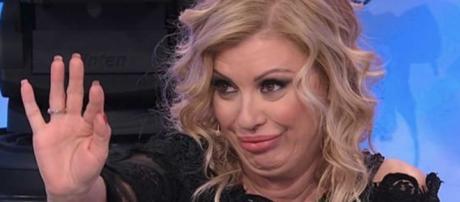 U&D, trono over: Gianni contraddice Tina su una foto di Gemma e lei gli dà uno schiaffo