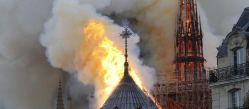 Incêndio destrói catedral de Notre-Dame, em Paris. (Arquivo Blasting News)