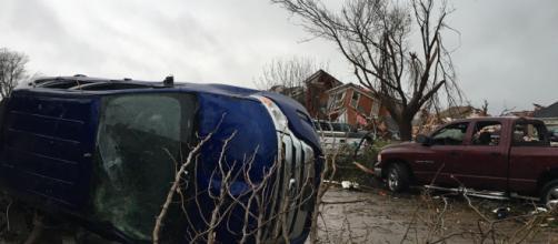 La tormenta sigue activa tras azotar cinco estados de EEUU ... - univision.com