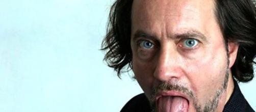 Murió en pleno show de stand up el comediante británico Ian Cognito