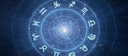 Oroscopo del giorno mercoledì 17 aprile: previsioni astrologiche per tutti i segni