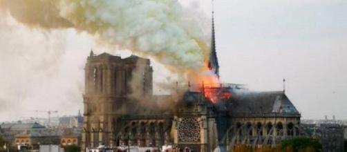 Parigi: le terrificanti immagini che arrivano dalla cattedrale di Notre Dame