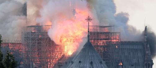 Polícia está tratando incêndio na Catedral de Notre-Dame como acidente (Arquivo Blasting News)