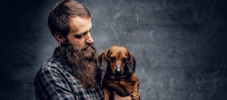 Estudo revela que barba possui mais germes que o pelo do cachorro. (Arquivo Blasting News)