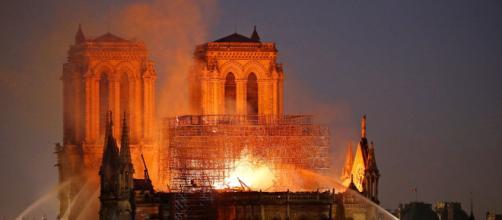 Incendie de Notre-Dame de Paris : «Un défi immense» pour les pompiers - lefigaro.fr
