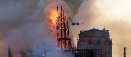 Incendio Notre Dame, forse si tratta di dolo, intanto l'ISIS esulta