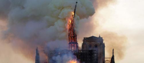 Notre-Dame, sul web esultano i jihadisti e spunta la tesi del complotto islamico