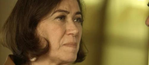 Valentina (Lilia Cabral) tenta se vingar de Olavo. (Reprodução/TV Globo)