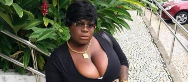 A dona do hit 'Que Tiro Foi Esse?' postou foto em seu Instagram e foi comparada a Rihanna. (Reprodução/Instagram/@jojotodynho)