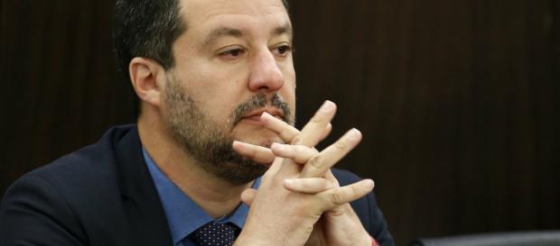 Notre Dame brucia e Matteo Salvini guarda il gf