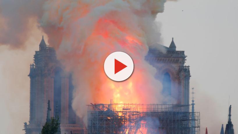 El incendio de Notre-Dame no está bajo control, según los bomberos