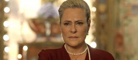 """Mirtes em cena da novela """"O Sétimo Guardião"""". (Reprodução/TV Globo)"""