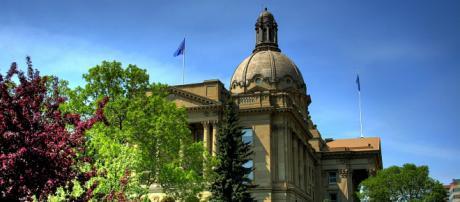 The Alberta Legislature Building. [Image via 12019 / 10266 - Pixabay]