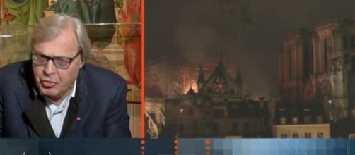 Incendio di Notre-Dame, Sgarbi in controtendenza: 'La cattedrale era tutta rifatta'