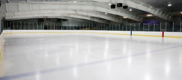 An empty indoors ice hockey rink. [Image via hfromnc - Pixabay]