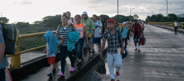 Diariamente siguen llegando grandes grupos de migrantes a la frontera sur de EEUU.