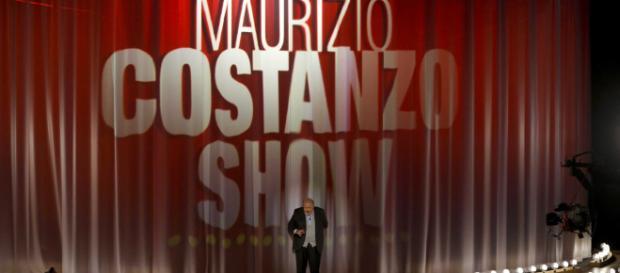 Maurizio Costanzo lancia una frecciatina a Stefano Bettarini: 'Se aboliscono i reality, cosa fai torni a giocare?'.